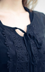 Kanten-Blouse-Black-The-Musthaves