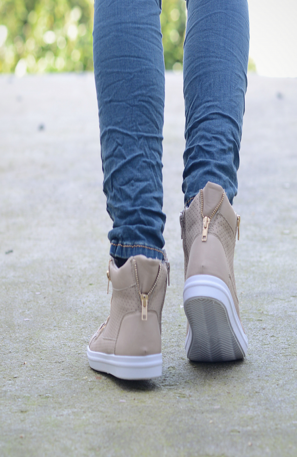 Glam-sneakers-beige-The-Musthaves