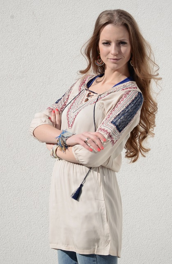 Musthave-Blouse