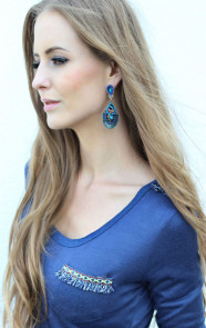 Aztec-top-blauw-statement-oorbellen