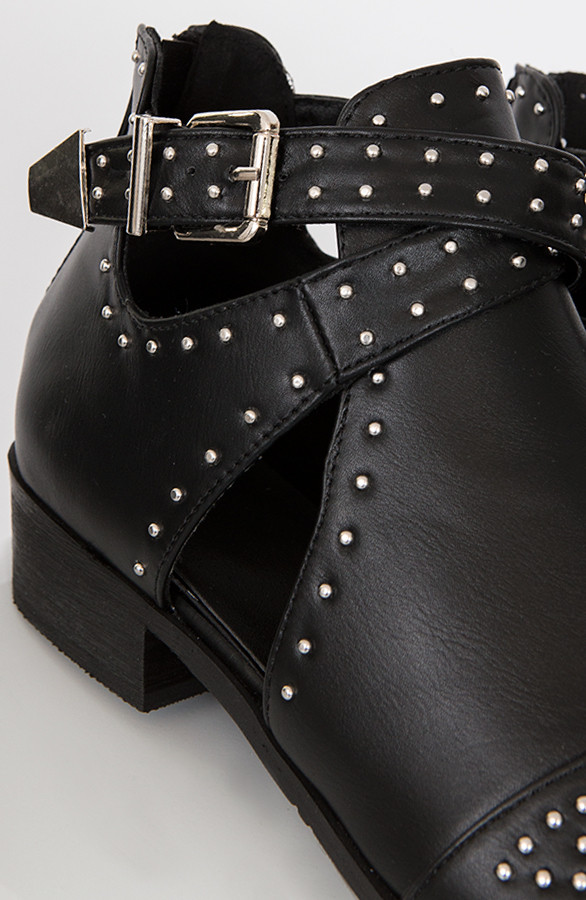 studs-cut-out-enkellaarzen-dames