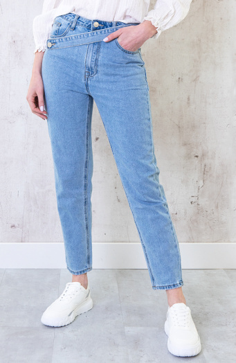 Cross-Over-Straight-Jeans-4